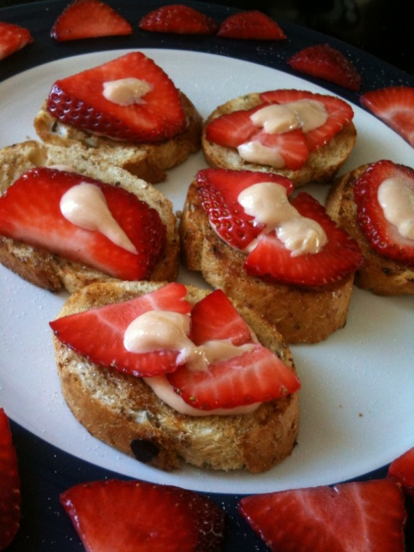 French Toast Minis With Strawberries & Cream