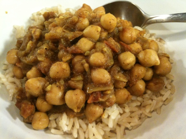 curried chickpeas on steamed brown rice